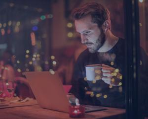 chatbot, restaurant, homme, téléphone